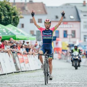 Diego Ulissi vyhrál třetí etapu, Karel Hník potřetí ve Šternberku druhý